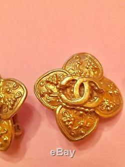 CHANEL Vintage Gold Tone Highly Detailed Clip Earrings SIGNED CHANEL