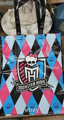 Monster High Ghoulia Yelps San Diego Comic Con MINT CONDITION SIGNED with bag