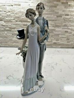 Vintage Lladro Figurine High Society #1430 Retired Signed & Dated Gorgeous
